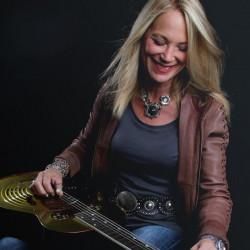 Cindy Cashdollar Artist Photo